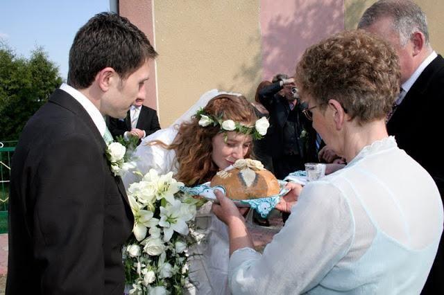 Oh, ta poroka! Kako srečati mladoporočenca s prikolico