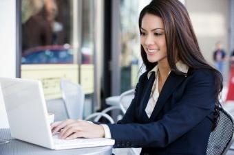 Kaj pisati dekle, ko se srečujejo na internetu