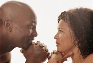 Če človeka pogleda v oči, ni nujno zaljubljen