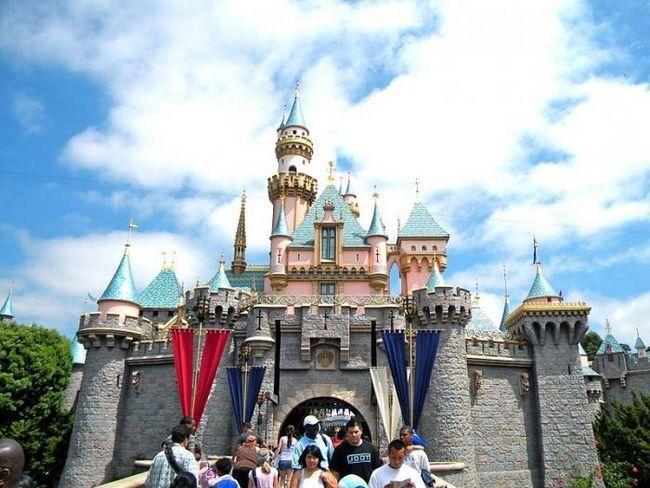 Kje so Disneylandi (razen ZDA)?