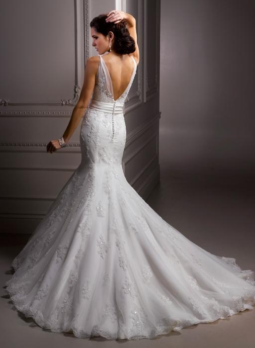 Suho čiščenje poročne obleke: ali je vredno?