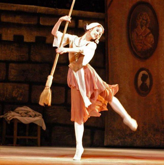 ki je napisal baletski avtor Cinderella