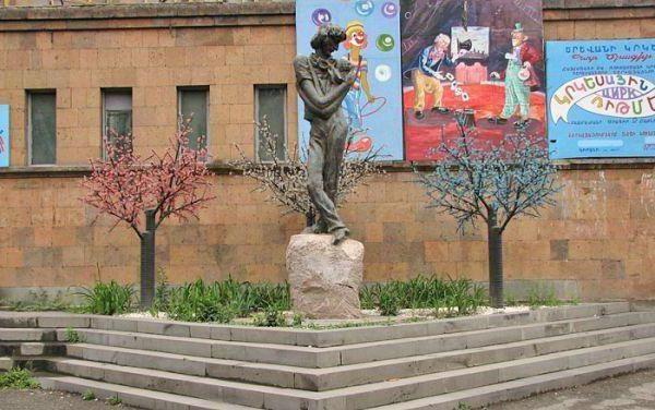 spomenik Lengibarju