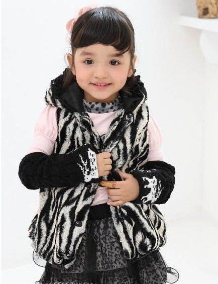 Krzneni prsluk za deklico je eleganten kos modne garderobe