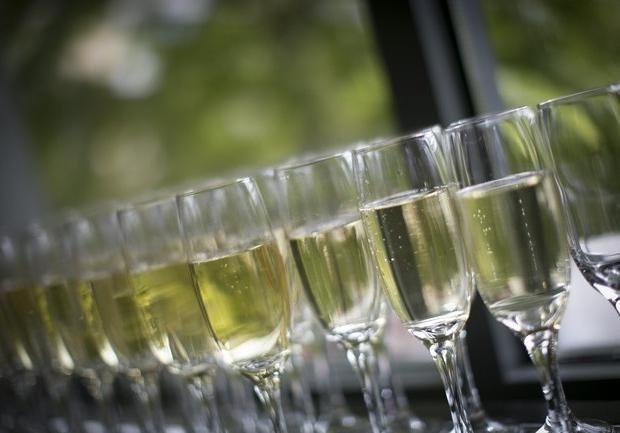 Nalepke za poročne steklenice: izvirne ideje