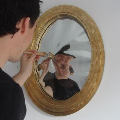 Zavedamo se, kako zrcalo utripa