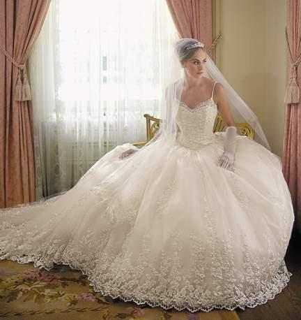 kaj sanja nevesta v poročni obleki