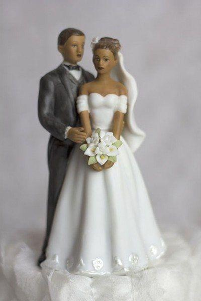 Poroka figurica na torti: eleganten pripomoček