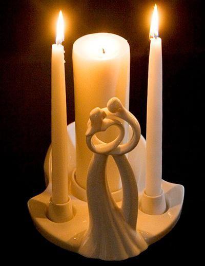 Prinesite svečo, kot družinsko ognjišče, na poroko za dva mladoporočenca