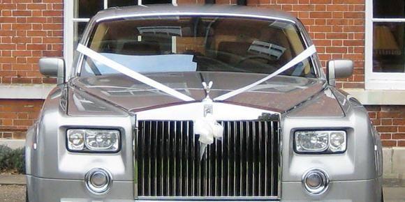 Izberite trakove za poročni avto
